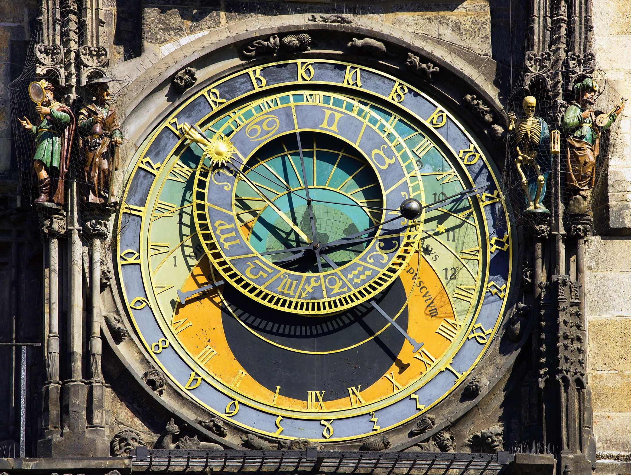 Prague's astronomical clock - Slow travel