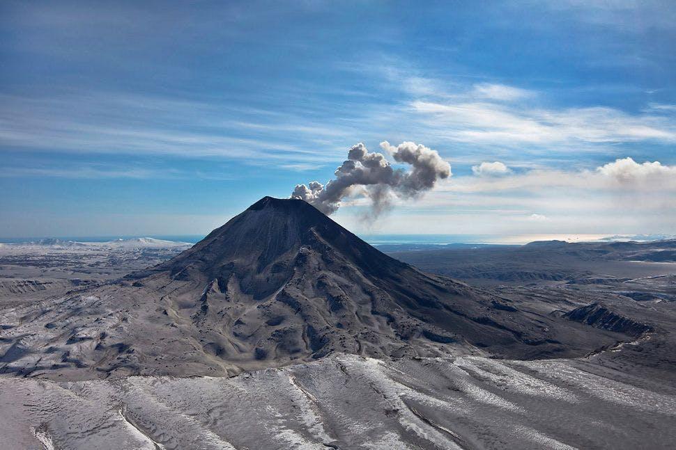 silversea-far-east-cruise-volcano-eruption-kamchatka-russia