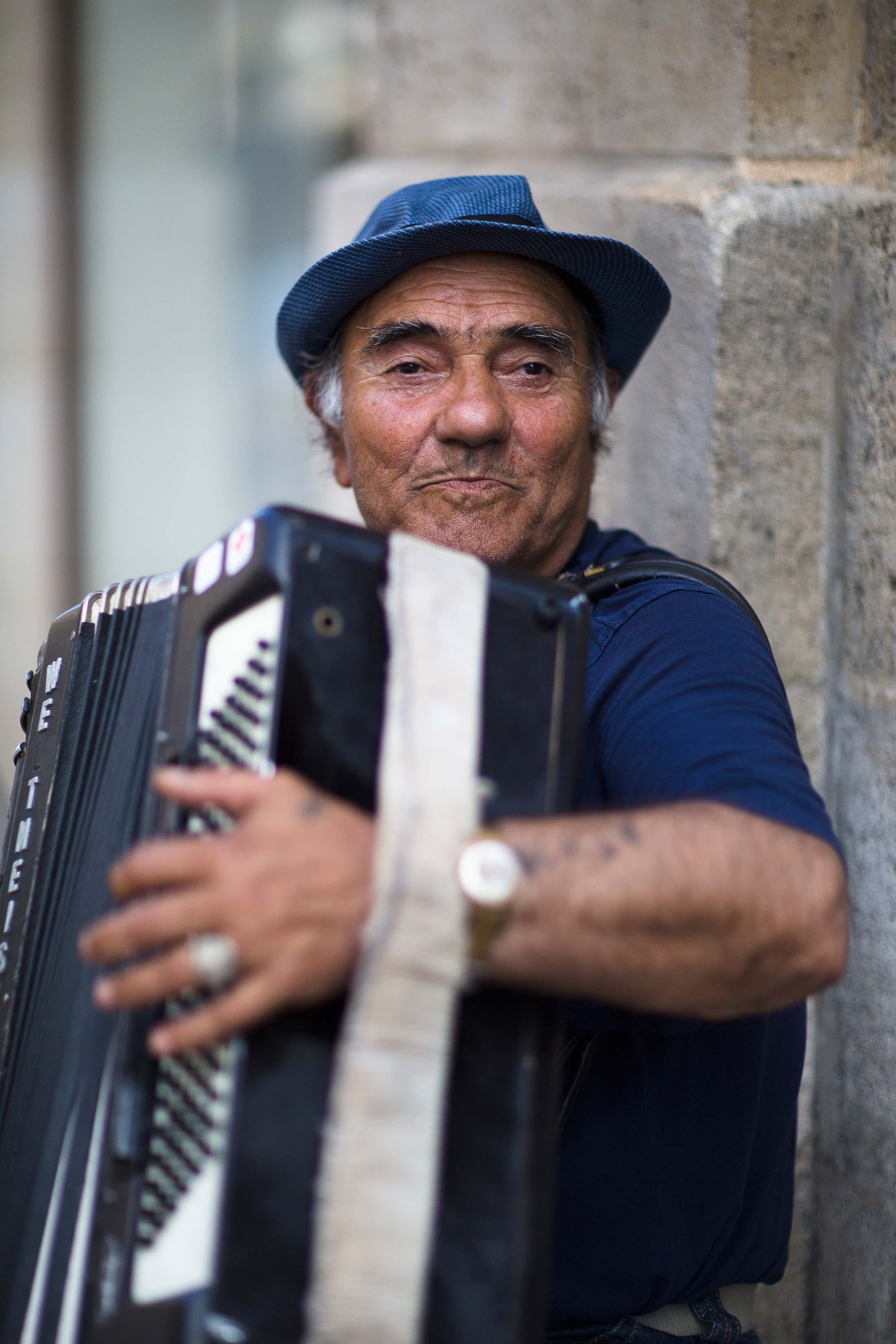 Accordion musician in Bordeaux, France