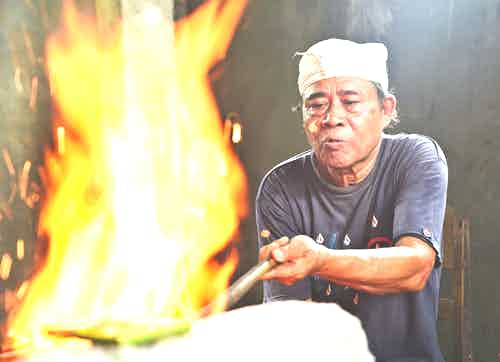 artisan craftspeople in Asia - Bali