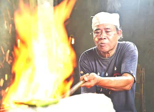 artisan craftspeople in Asia - Bali