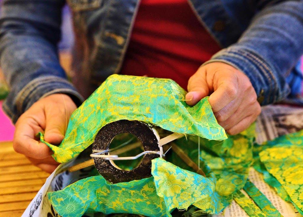 silk lantern making - Hoi An - Asia's artisans
