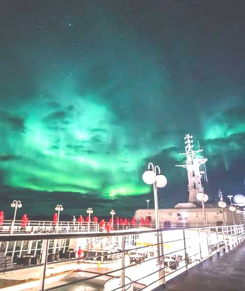 silversea-luxury-cruises-silver-cloud-northern-lights-2