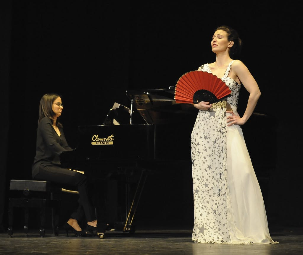 Inés de Arvizu performing accompanied by piano